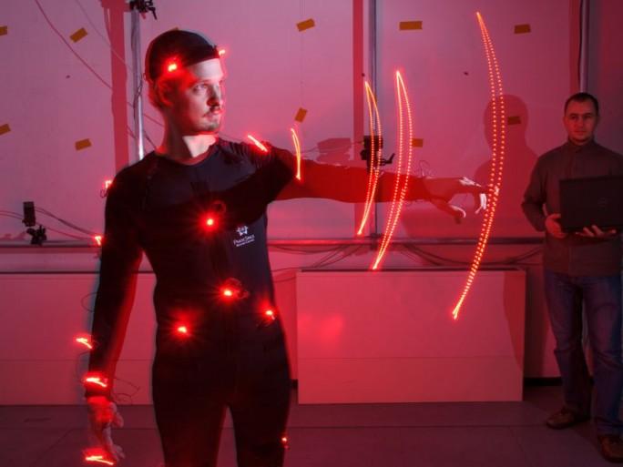 Bei dem Verfahren der Forscher aus Saarbrücken werden Bewegungen von Kameras aufgezeichnet und auf die Belastung für den Körper analysiert (Bild: Oliver Dietze).