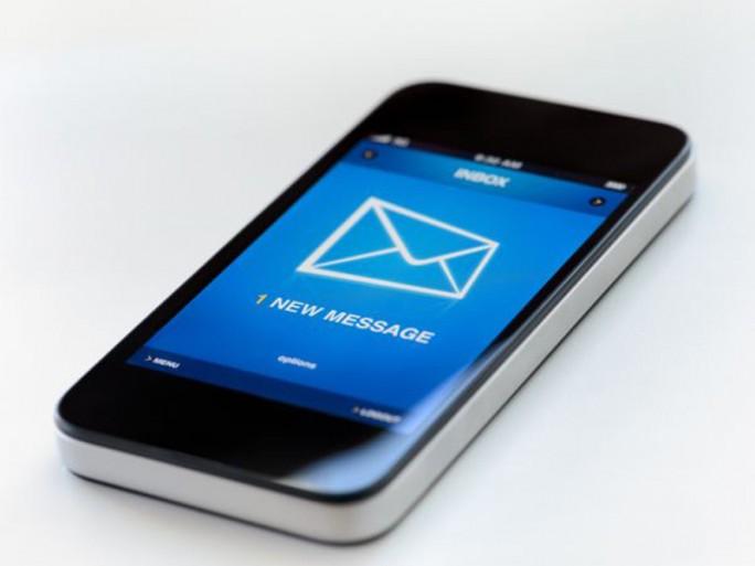 E-Mail-Empfangs auf dem Smartphone (Bild: Shutterstock/Bloomua)