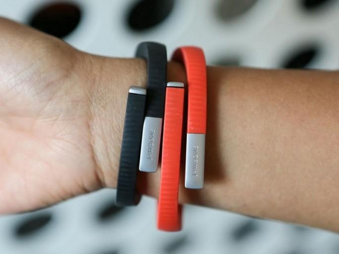 Fitnessarmbänder wie die von Jawbone sind aus Sicht der IT-Sicherheit verhältnismäßig leicht angreifbar (Bild: Jawbone).