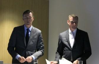 Die Telekom-Manager Michael Hagspihl und Niek Jan van Damme bei der Vorstellung der neuen Business-Angebote auf der CeBIT (Bild: ITespresso).