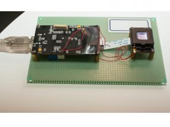 Vkansee hat einen optischen Fingerabdruckscanner in der Größe einer Speicherkarte entwickelt (Bild: Sarah Tew/CNET).