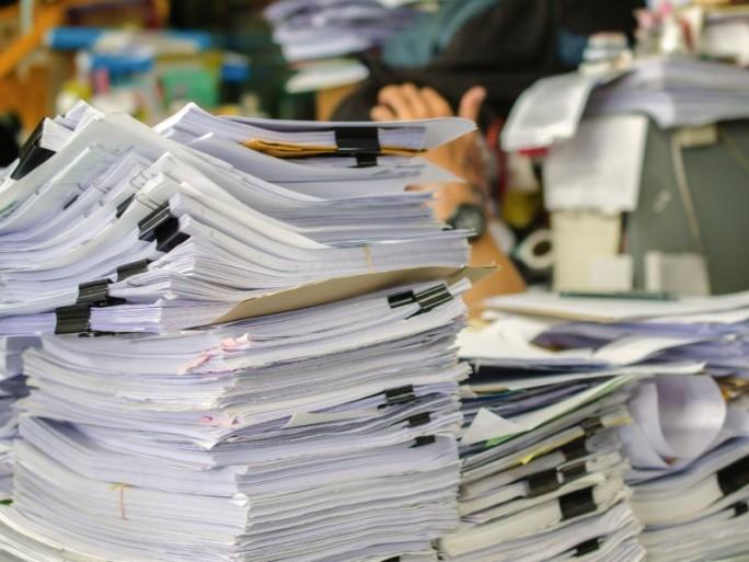 Papier Dokumente (Bild: Shutterstock/weerayut ranmai)