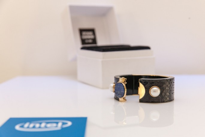 Intel Future Showcase 2015: Armreif MICA (Bild: Intel)