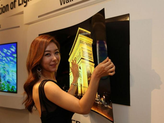 LG Display hat einen 55-Zoll-OLED-TV vorgestellt, der wie ein Poster an die Wand gehängt werden kann (Bild: LG Display).