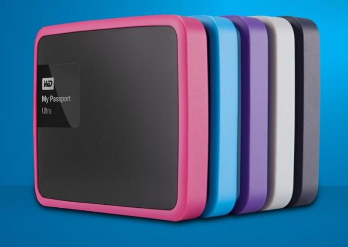 Mit der Aktualisierung seiner Reihe WD My Passport Ultra führt Western Digital auch Bumper in mehreren Farben ein, die beim mobilen Einsatz vor Schaden schützen sollen (Bild: Western Digital).