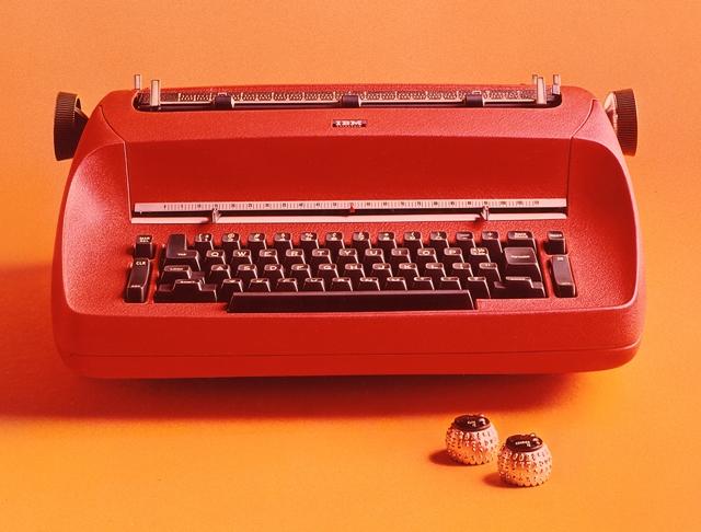 IBMs Kugelkopfschreibmaschine Selectric kam 1961 auf den Markt. Sie gilt heute als Meilenstein der Bürotechnik und als Designikone  (Bild: IBM).
