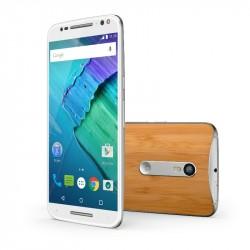 Das Moto X Style wird mit Leder und Holz veredelt (Bild: Motorola).