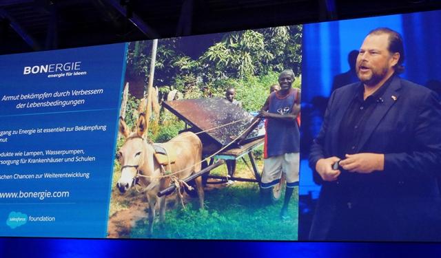 In der Keynote stellte Marc Benioff das Projekt Bonergie vor. Geleitet werden soziale Projekte von der Salesforce Foundation (Foto: Mehmet Toprak).