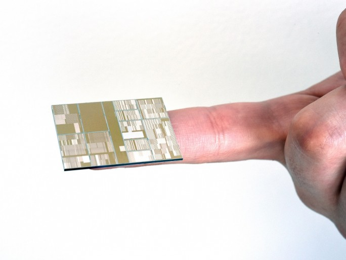 ibm-7nm-chip (Bild: IBM)
