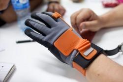 Der intelligente Handschuh ProGlove des gleichnamigen deutschen Start-ups soll Arbeitsabläufe verbessern (Bild: Intel).