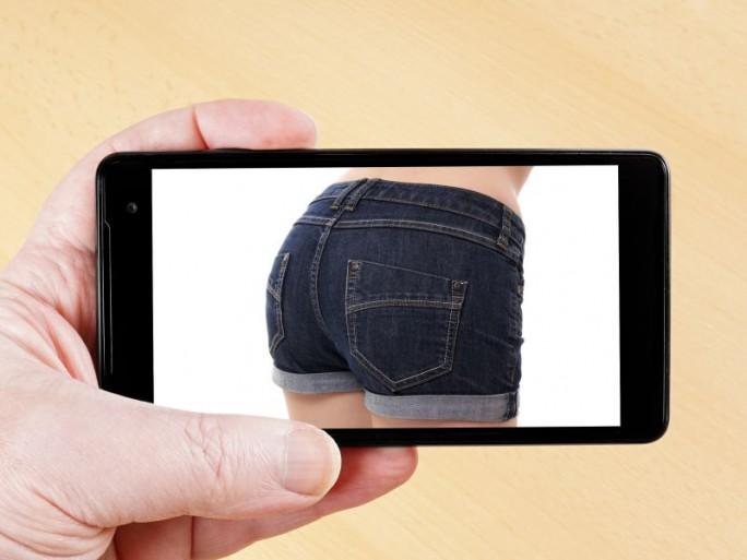 Sexting (Bild: Shutterstock/Axel Bueckert)