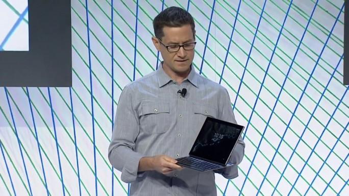 Google-Produktmanager Andrew Bowers bei der Vorstellung des Pixel C (Screenshot: ITespreso).