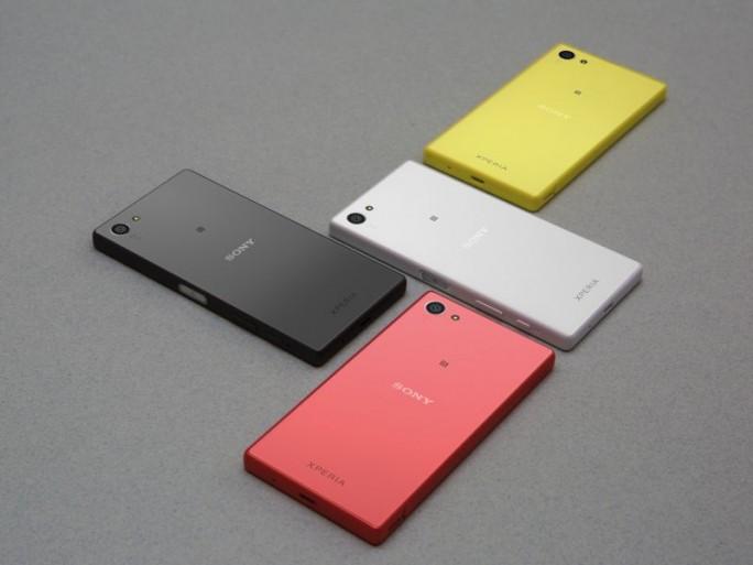 Das 4,6 Zoll große Xperia Z5 Compact  bietet Sony in vier Gehäusefarben an (Bild: Sony).