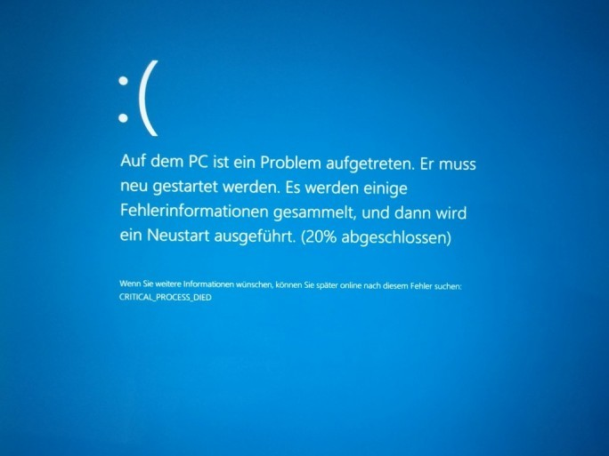 Bluescreen bei Update KB3105208 für Build 10565 von Windows 10 (Bild: ZDNet.de)