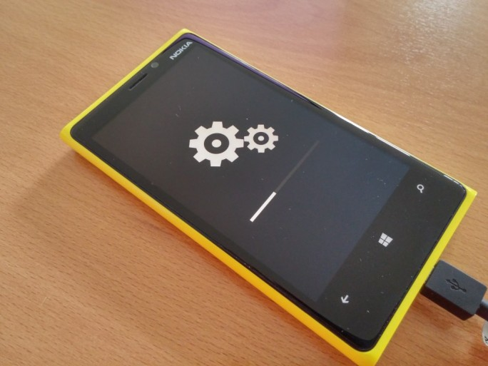 Installation der Preview von Windows 10 Mobile (Bild: ZDNet)