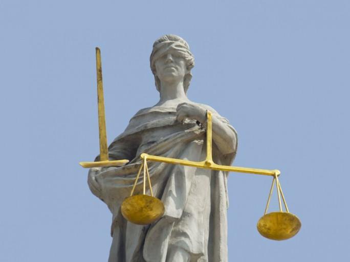 Verurteilung (Shutterstock/Sofiia Kovryga)