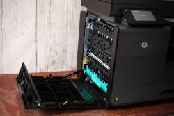 Die Bürogeräte von HP mit seitenbreitem Druckkopf, wie hier der Officejet Pro X576dw, sind von der einstweiligen Verfügung nicht betroffen (Bild: CNET.com)