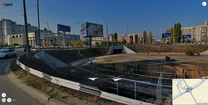Die russische Suchmaschine Yandex bietet schon seit längerem Panoramaansichten an - hier ein Kreisverkehr in der ukrainischen Hauptstadt Kiew - geht dabei aber ähnlich wie Google vor (Screenshot: ITespresso)