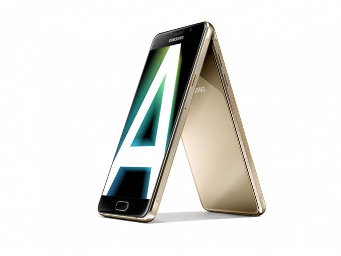 Samsung hat sein Smartphone-Angebot neu sortiert. Die Galaxy-A-Serie der Generation 2016 steht neben den Premium-Smartphones der Galaxy-S-Familie und den Einsteigergeräten der Galaxy J-Produktreihe nun für die neue Mittelklasse des Herstellers (Bild: Samsung).