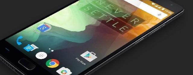 Das durch Gorilla Glass geschützte 5,5-Zoll-Display des OnePlus 2 erreicht eine Auflösung von 1920 mal 1080 Pixeln. Die Kamera in der Rücksete nimmt mit13 Megapixeln auf (Bild: OnePlus).
