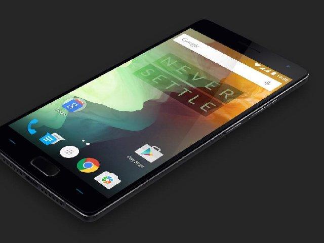 Das durch Gorilla Glass geschützte 5,5-Zoll-Display des OnePlus 2 erreicht eine Auflösung von 1920 mal 1080 Pixeln. Die Kamera in der Rücksete nimmt mit 13 Megapixeln auf (Bild: OnePlus).