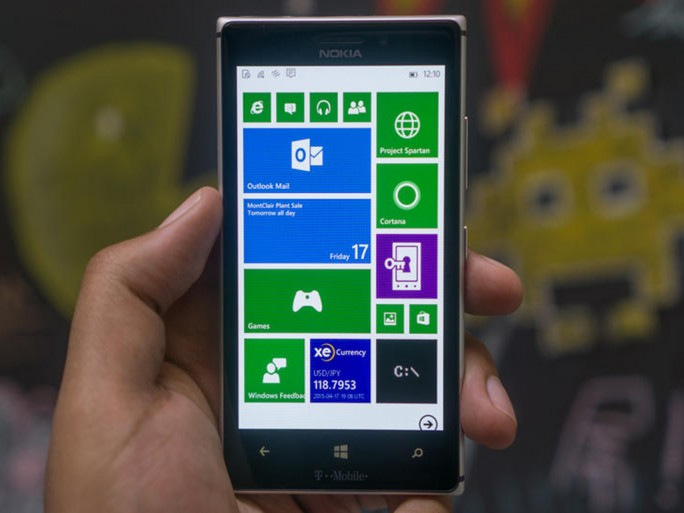Windows 10 Mobile Smartphone (Bild: Nate Ralph/CNET)