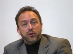 Wikipedia-Gründer Jimmy Wales auf einer Konferenz in Kuala Lumpur im Herbst 2010 (Bild: 3777190317 / Shutterstock.com).