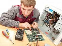 PC-Service-Techniker (Bild: Shutterstock/Nomad_Soul)