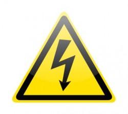 Stromschlaggefahr (Bild: Shutterstock/pockygallery)