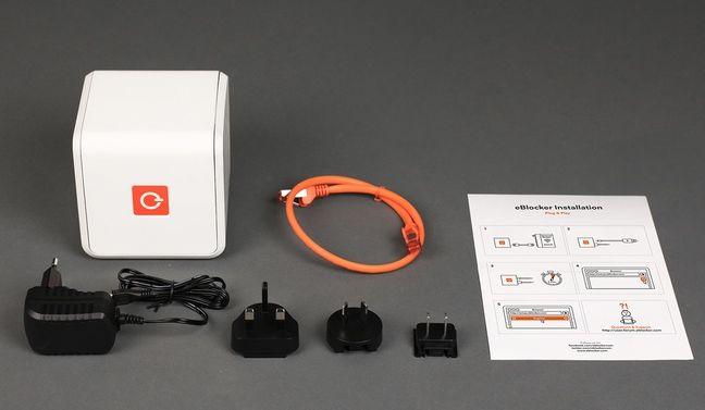 Im Lieferumfang des eBlockers werden neben der Pro- oder Family-Variante unter anderem noch ein Ethernet-Kabel und ein Netzstecker mit diversen Adpaptern enthalten sein (Bild: eBlocker).
