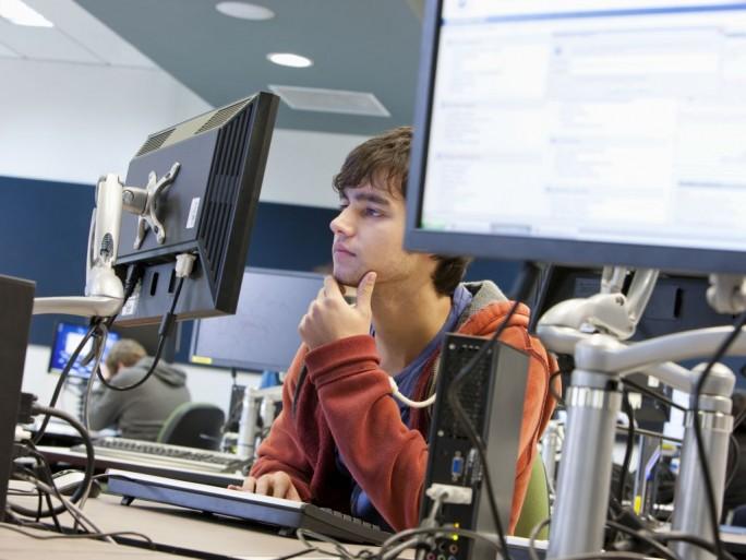 IT-Absolventen legen im Beruf mehr Wert auf Fachkompetenz als Karriere (Bild: Shutterstock/Bikeriderlondon)