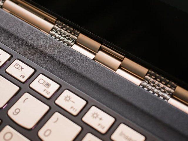 Das Scharnierband des Lenovo Yoga 900S (Bild: Sarah Tew / CNET)