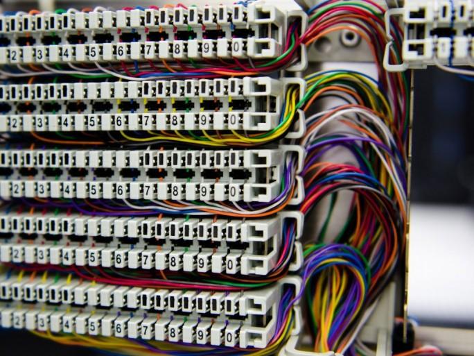 Telefonleitungen-Kupferdraht (Bild: Shutterstock/Pixza Studio)