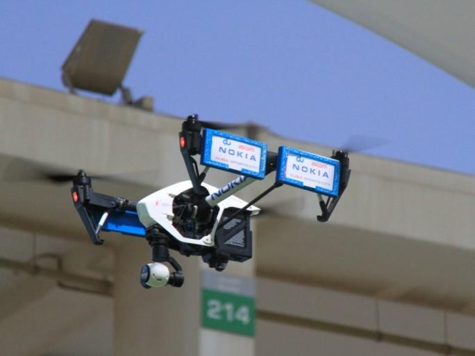 Bereits im vergangenen Jahr wurde von Nokia, ebenfalls in Dubai, gezeigt, wie Drohnen Netzbetreibern helfen könne, die Funkzellenplanung zu optimieren, indem sie mit Smartphones und Test-Apps ausgestattet werden (Bild: Nokia).