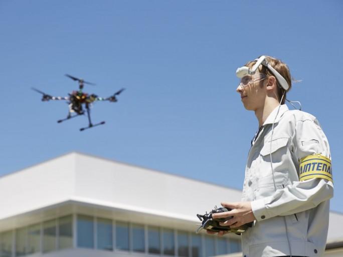 Es ist auch möglich, das von der Kamera einer Drohne aufgenommene Bild über die Airscouter-Datenbrille anzeigen zu lassen (Bild: Brother).