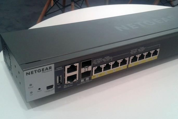 Der Netgear ProSafe M4200-10MG-PoE+ eignet sich zunächst und insbesondere zur Anbindung der neuen, schnellen WLAN-Access-Points nach 802.11ac Wave 2, da er die von ihnen an den 2,5-Gigabit-Ports angelieferten Daten zuverlässig weiterreichen kann (Bild: ITespresso)..