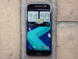 Das HTC 10 ist ab sofort für 699 Euro im Handel erhältlich (Bild: Übergizmo).