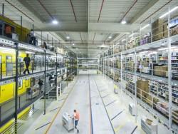 Blick in ein Logistikzentrum von Amazon (Bild: Amazon).