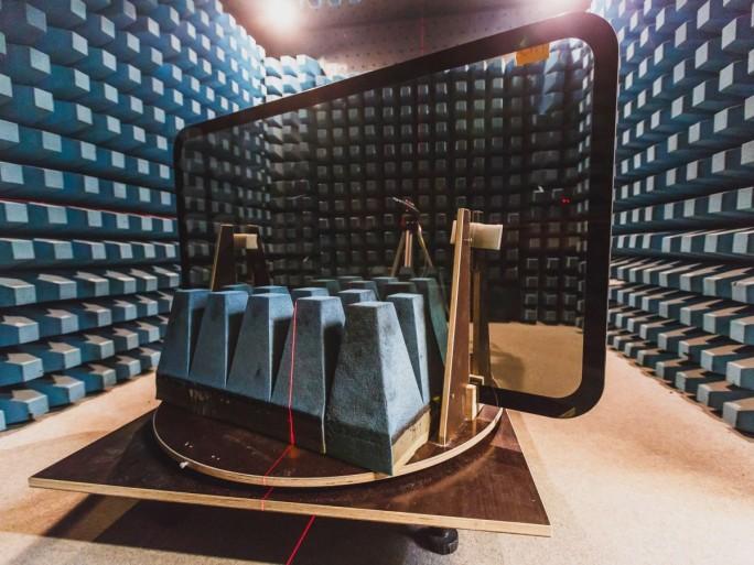 """Eines der Zugfenster mit """"frequenzselektiver Beschichtung"""" der Fensterscheiben im Simenes-Testlabor (Bild: Siemens AG)."""
