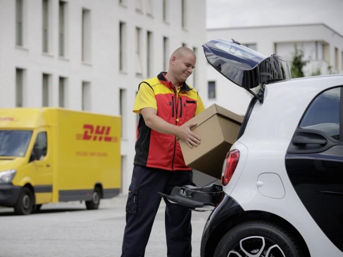 """Mit """"smart ready to drop"""" können Besitzer eines Smart künftig eine Online-Bestellung in ihr Fahrzeug liefern lassen. (Bild: Daimler)"""