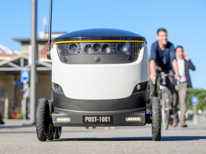 Der Lieferroboter von Starship Technologies greift für die Navigation auf Ortungssignale (insbesondere GPS) sowie die visuelle Erkennung der Umgebung mittels neun Kameras zurück (Bild: Schweizerische Post).