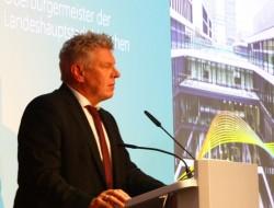 Münchens Oberbürgermeister Dieter Reiter bei der Eröffnung der neuen Microsoft-Deutschlandzentrale in München. (Bild: silicon.de)