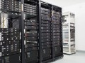Server-im-Rechenzentrum-shutterstock-Stefan-Petru-Andronache-1200