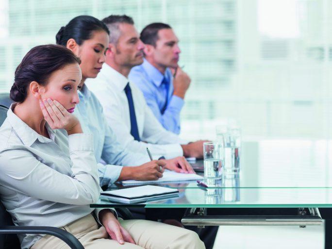 Meetings sorgen für Langeweile (iStock.com/Wavebreakmedia)