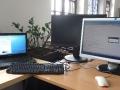 arbeitsplatz_ganz_2_screens